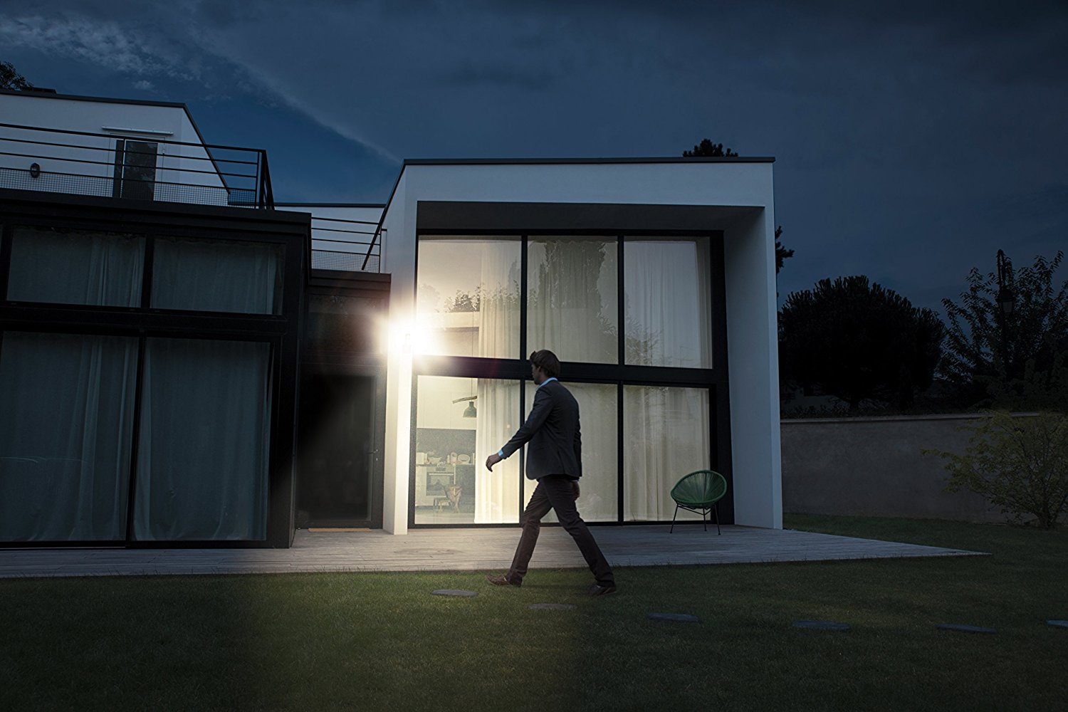 Outdoor Security Light with WiFi Cameras - Best Buys 2019